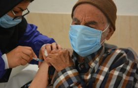 زمان واکسیناسیون سالمندان کمتر از ۸۰ سال